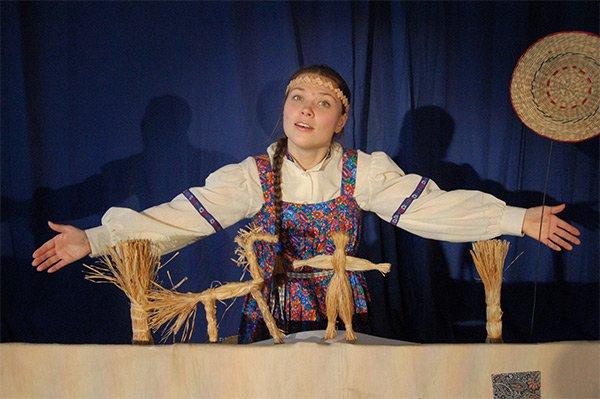 Спектакль с соломенными куклами «Сестрица Аленушка и братец Иванушка»