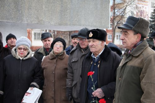 Возложили цветы к мемориалу в День воинской славы