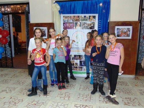 Главный приз «Апельсиновой берёзы» достался юным озерчанкам