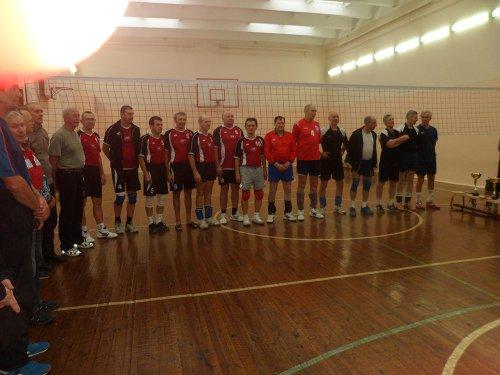 Озёрские ветераны-волейболисты в почёте и зачёте