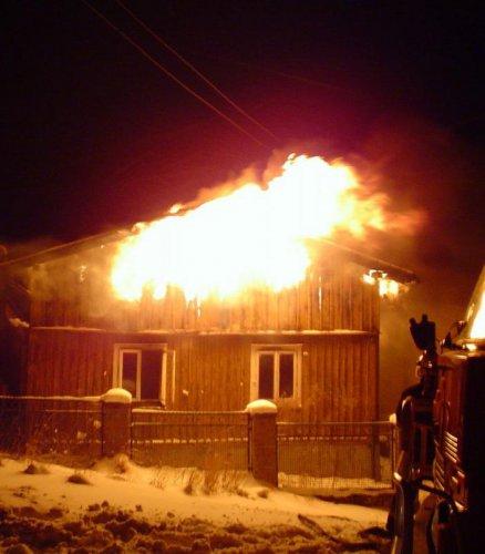 В Кыштыме пожар оставил семью без жилья
