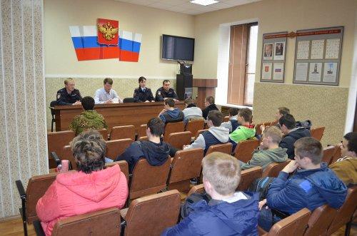 Сотрудники озерской полиции провели лекцию для студентов