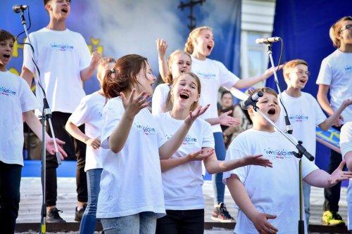 По инициативе Андрея Комарова детская школа мюзикла открыла поющую смену в «Еланчике»