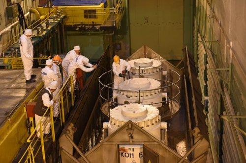 14 августа из губы Андреева на ПО «Маяк» прибыл первый состав с отработавшим ядерным топливом атомных подводных лодок