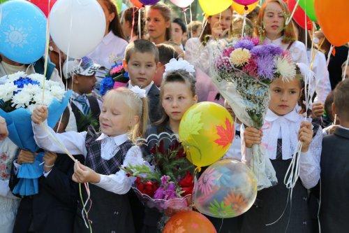 Сегодня школы Озерска вновь наполнились детскими голосами