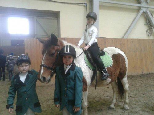 Растет мастерство юных озерских конников