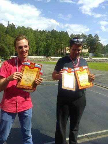 Разгар июльской жары не стал помехой в проведении Чемпионата Озерска по легкой атлетике, посвященный Дню физкультурника.