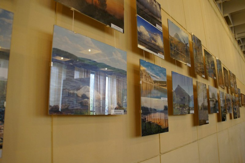 Поэзия чеВ Озерске открылась выставка из Новоуральска