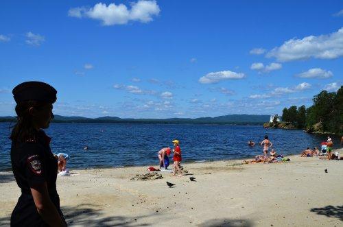 Сотрудники Озерской полиции проверяют детские оздоровительные лагеря, пляжи и места массового отдыха граждан вблизи водоемов