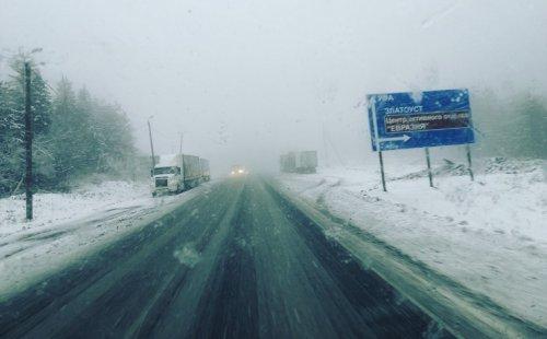 «Началось». Водители предупреждают друг друга об опасных метеоусловиях на М-5 Урал