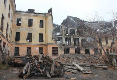 Начался демонтаж здания бывшего училища по адресу: улица Строительная,20