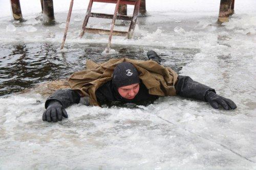 Спасатели рекомендуют не выходить на первый лед