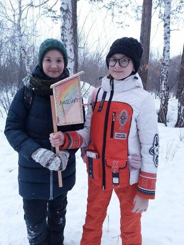 Озерские дети помогают зимующим птицам