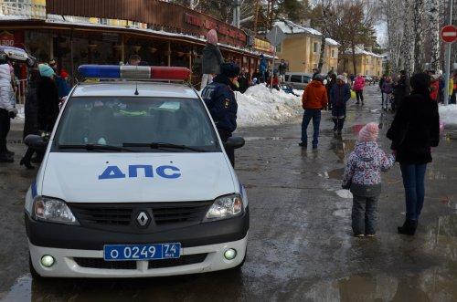 Озерские полицейские обеспечили охрану общественного порядка во время масленичных гуляний