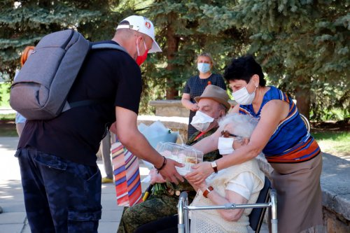В канун празднования Дня Победы в Озерске душевно поздравили ветерана