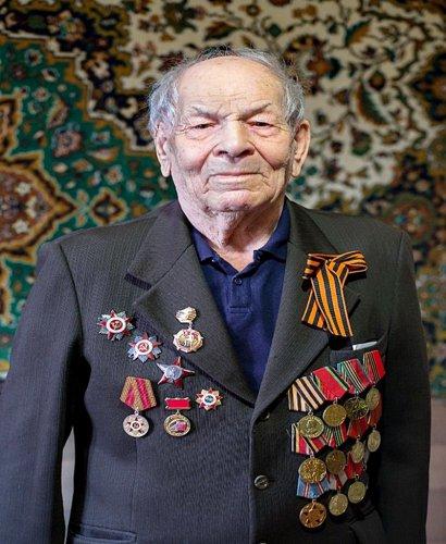 Глава Озерского городского округа поздравил ветерана с 95-летием
