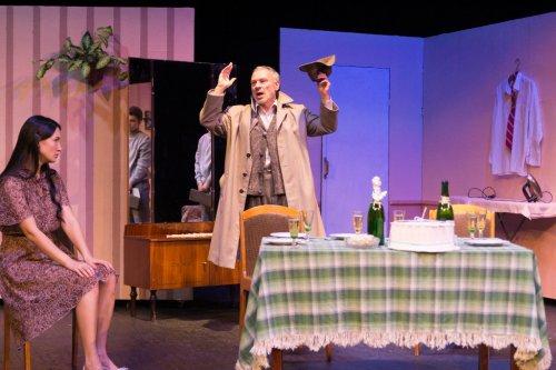 В театре «Наш дом» состоялась премьера комедии Александра Вампилова «Старший сын»
