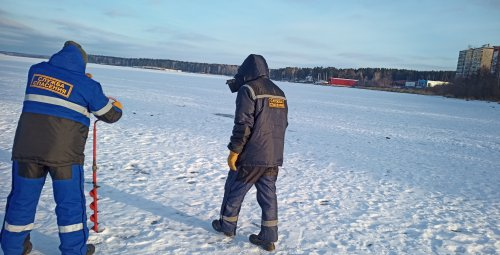 Спасатели замерили толщину льда на озёрах