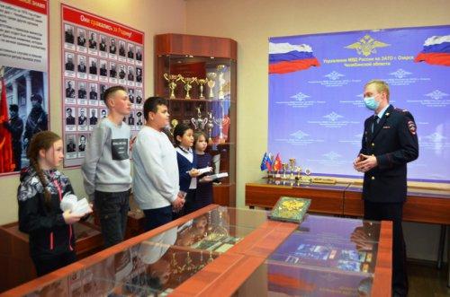 Сотрудники полиции провели акцию «Твой выбор» для школьников Озерска